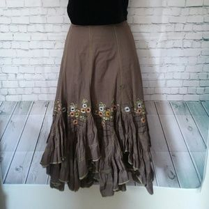DIMRI tiered skirt with embroidered flowers